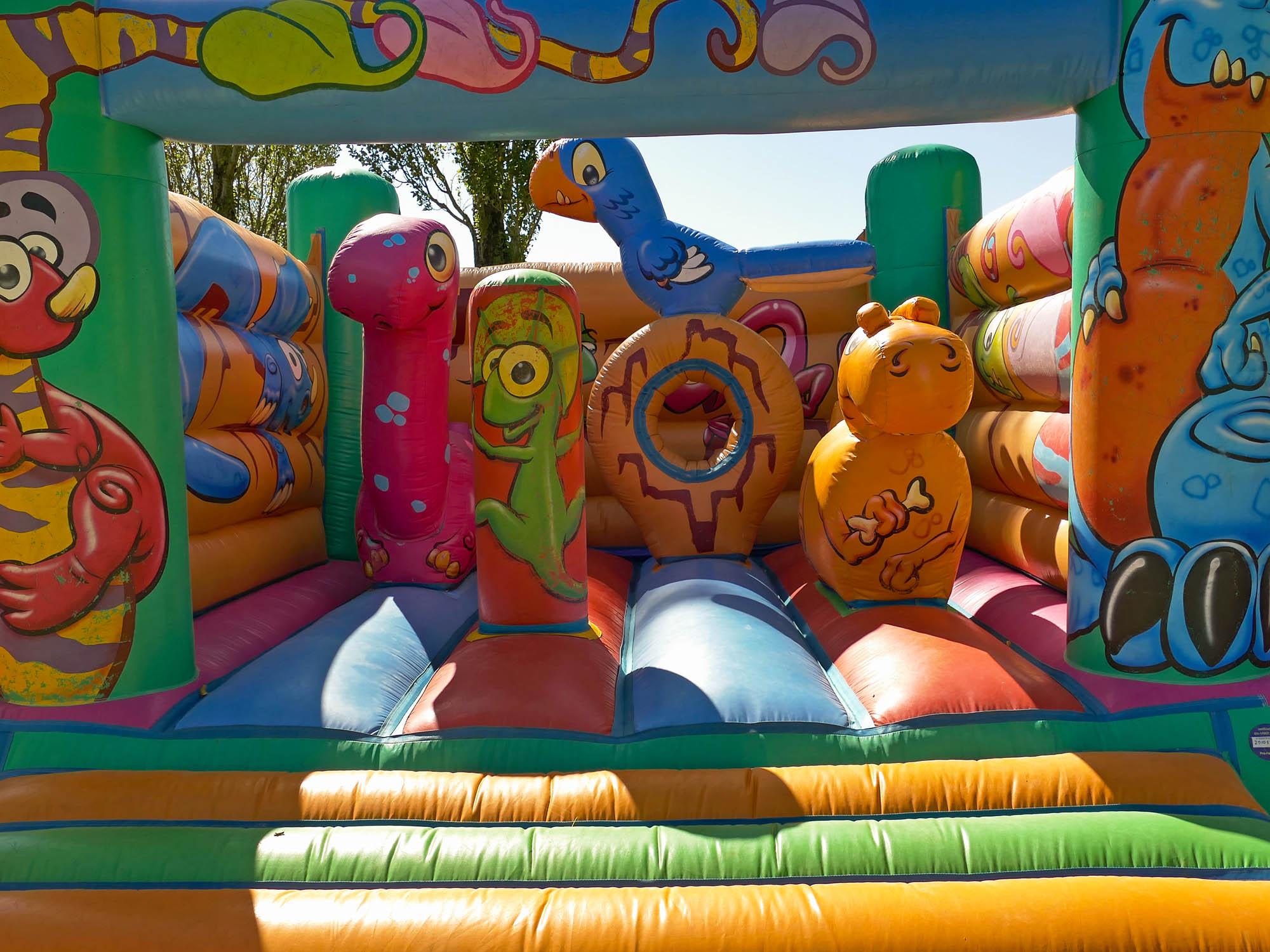 amuztoi ; chateau gonflable ; weekend ; vacances ; jeux ; enfant : famille ; activité ; aveyron ; rodez ; parc d'atraction ; archery tag ; arc ; paintball ; amis ; enfants ; anniversaire ; cremaillere ; mariage ; fete ; soiree ; camping